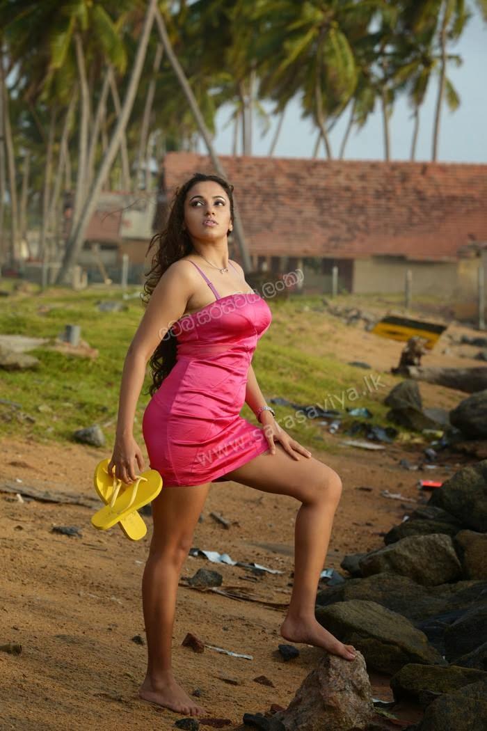 Udari Warnakulasooriya pink wide legs
