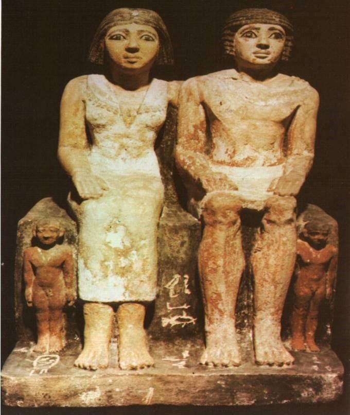 نموذج لتمثال من الأسرة 5 يوضح الأطفال عراه