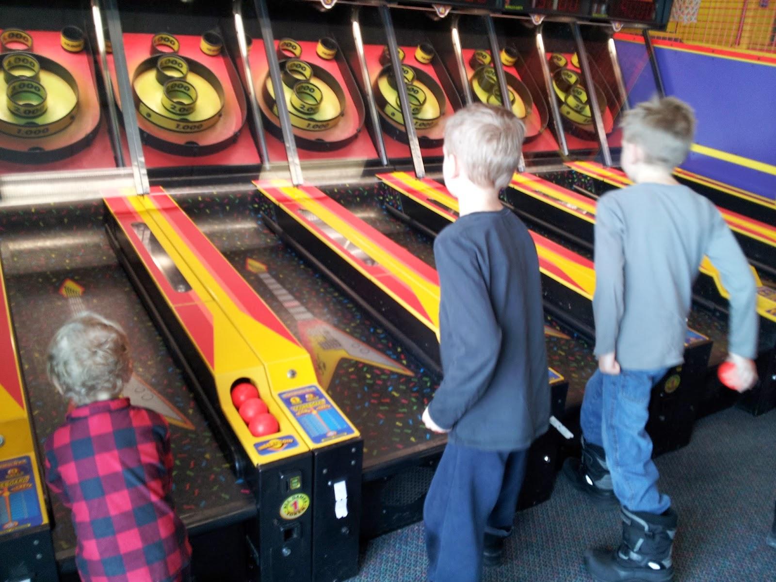 Chuck E Cheese bowling, kids activities
