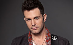 Axel Fernando - un cantante romantico que participa en las orgias con menores.
