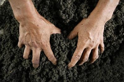 ampo, camilan tanah liat