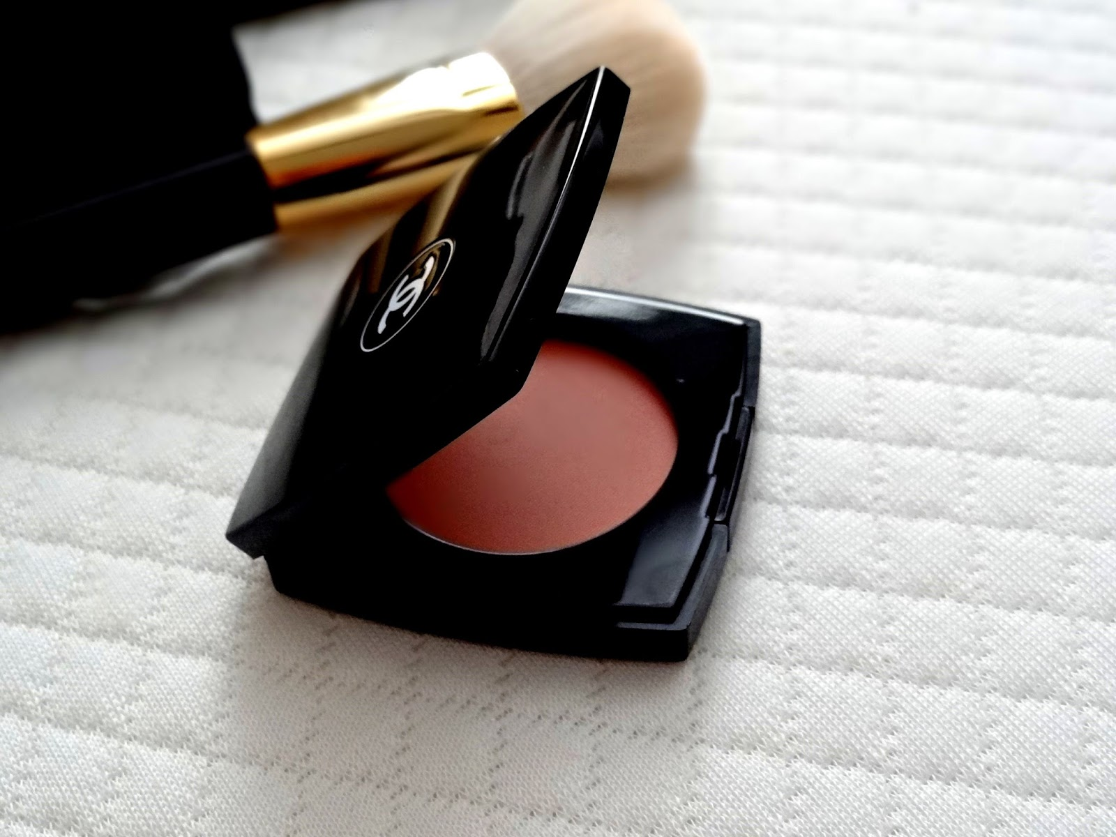LE BLUSH CRÈME DE CHANEL in Destiny