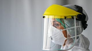 Uso de viseira não dispensa a utilização de máscara