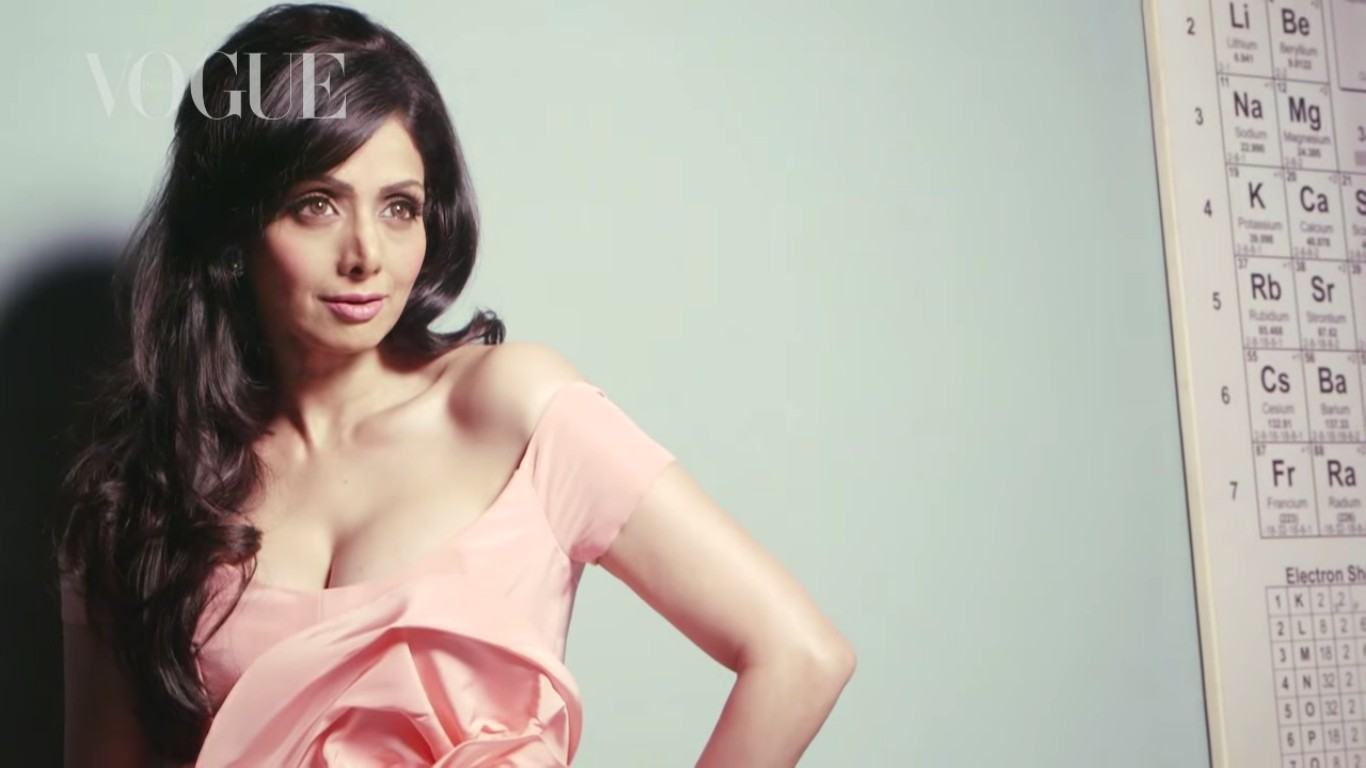 http://1.bp.blogspot.com/-mxf3CRkCGxg/VbN4Ng0VdwI/AAAAAAAASG0/Sy5AowGCZBE/s1600/Sridevi-latest-hot-photoshoot-for-Vogue-magazine%2B%25287%2529.jpg
