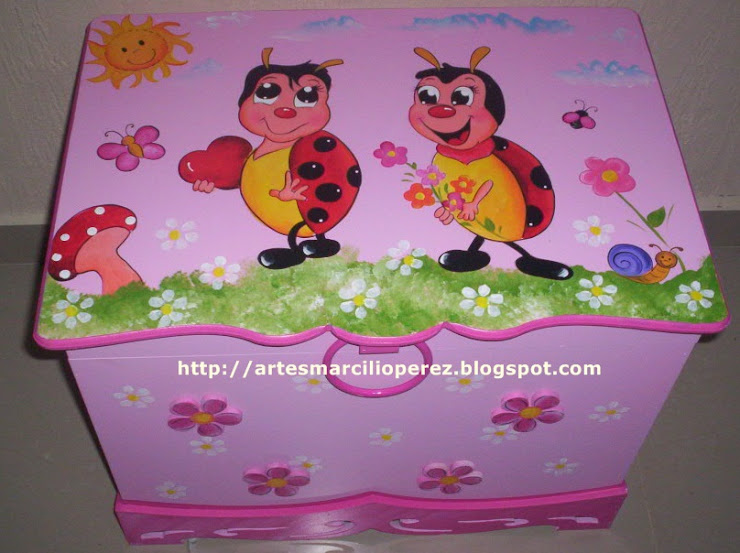 Bau Joaninhas Rosa R$ 170,00 medidas 64cx48x48