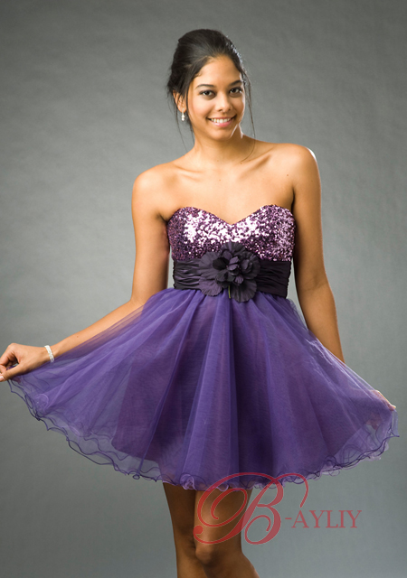 Robe violette de cocktail