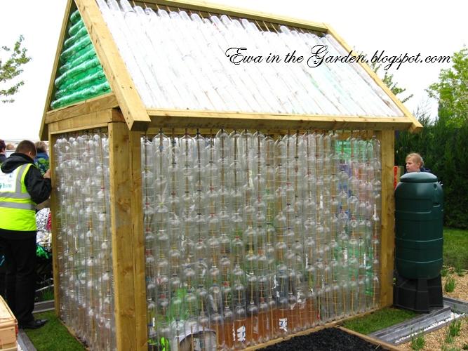 Дом на даче своими руками из подручных материалов фото