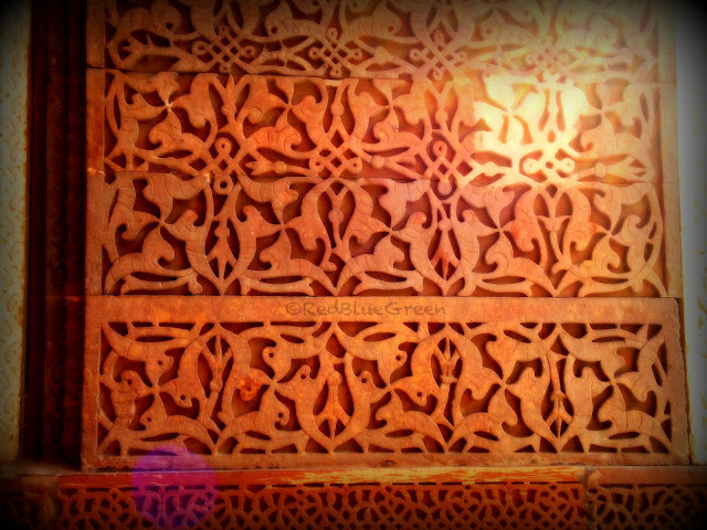 photo of fabulous design on wall of Qutub complex