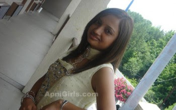 Desi Bangladeshi Girls In Bra and Sexy Dress3