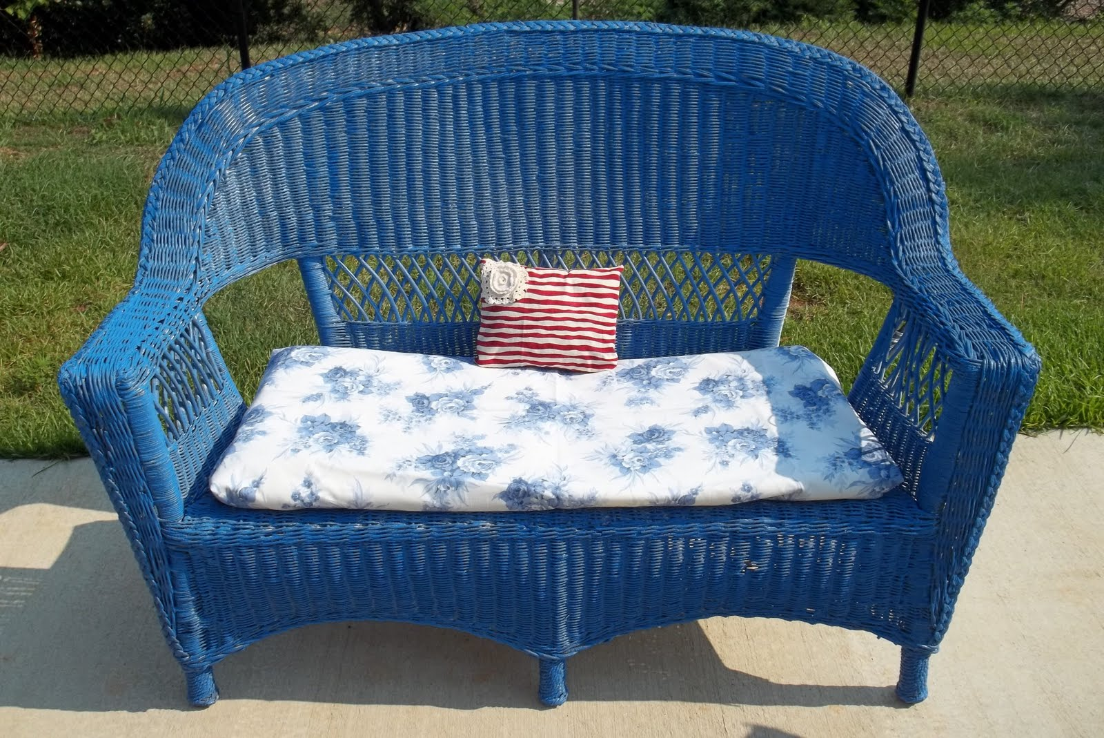 Furniture redo wicker patio set doberman 39 s by the sea for Redo furniture
