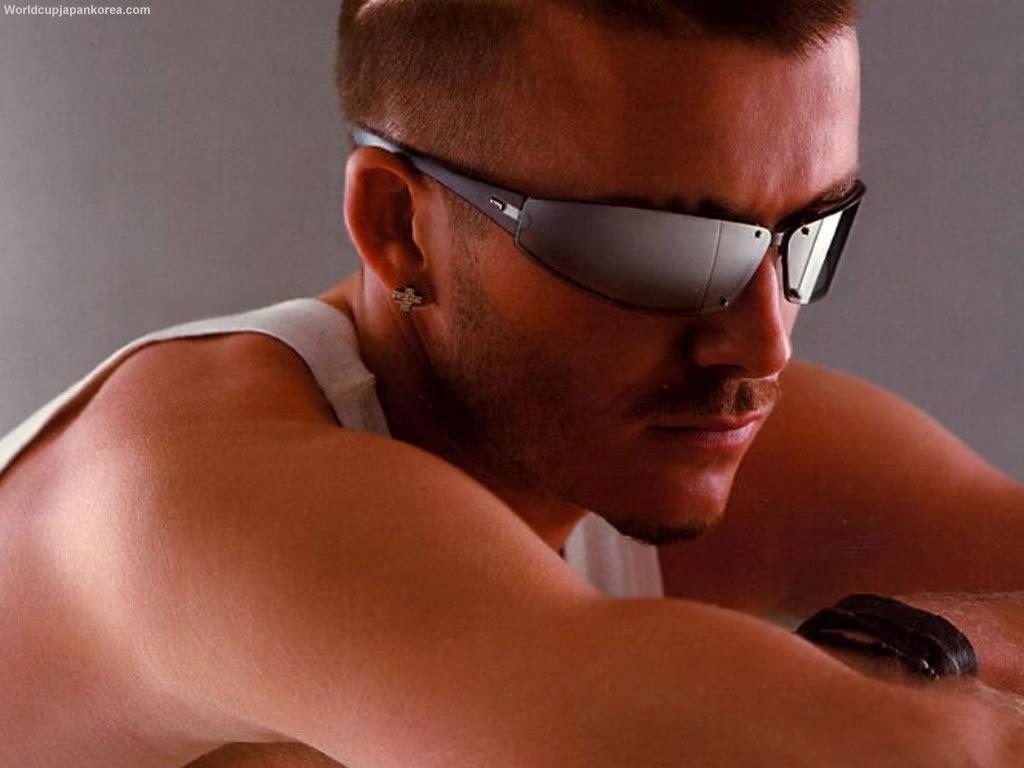 http://1.bp.blogspot.com/-myOu-IB6I_E/TgNsBncr7hI/AAAAAAAACWQ/vzkkCfL2uEU/s1600/cool-beckham-wallpaper-glasses.jpg
