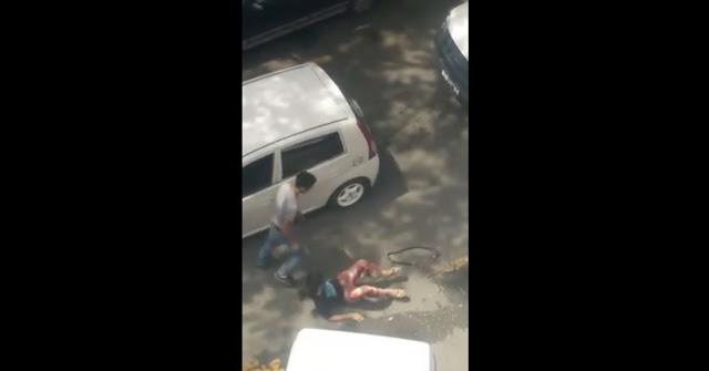 Wanita Ditinggalkan Di Tepi Jalan Selepas Dibelasah Teruk Oleh Seorang Lelaki