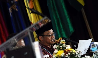 "BANUASYARIAH.COM, JAKARTA -- Sekretaris Pimpinan Pusat Muhammadiyah Abdul Mu'ti mempertanyakan tujuan dan fungsi tim pemantau pemutaran kaset-kaset masjid. Persoalan speaker dan kaset rekaman bisa diselesaikan lewat komunikasi yang baik dengan pengurus Dewan Masjid Indonesia (DMI).   ""Statemen Pak JK akhir-akhir ini agak mengundang banyak tanda tanya. Misalnya, ketika ada masalah Tolikara, kemudian dia menyebut karenaspeaker,"" kata Abdul Muthi dilansir Republika, Kamis (23/7/2015).  Abdul Mu'timempertanyakan tujuan dan fungsi memantau pemutaran kaset-kaset masjid tersebut. Menurut dia, pernyataan-pernyataan JK tentang speaker ini membuat umat Islam senantiasa dicurigai. Dalam kasus Tolikara pun, Mu'ti menilai permasalahannya bukan pada speaker."