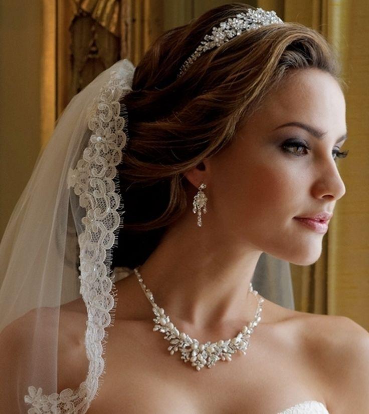 Peinados de novia con tiara y velo Fotos de los mejores looks (Foto 5  - Peinados Para Novias Con Velo