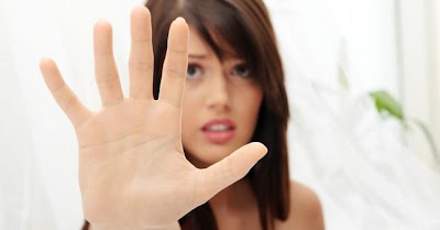 Recognizing Abusive Behavior - woman_hand_abuse_relationship