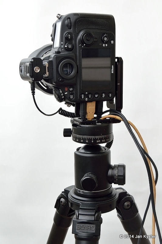 Nikon D800 w/ Hejnar ND800 MLB slid off / all remote cables connected / back side view ver.