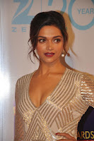 hot, sexy, deepika, padukone, at, ZEE, Cine, Awards, 2013,cleavage show, gowndress, chat sharaukan