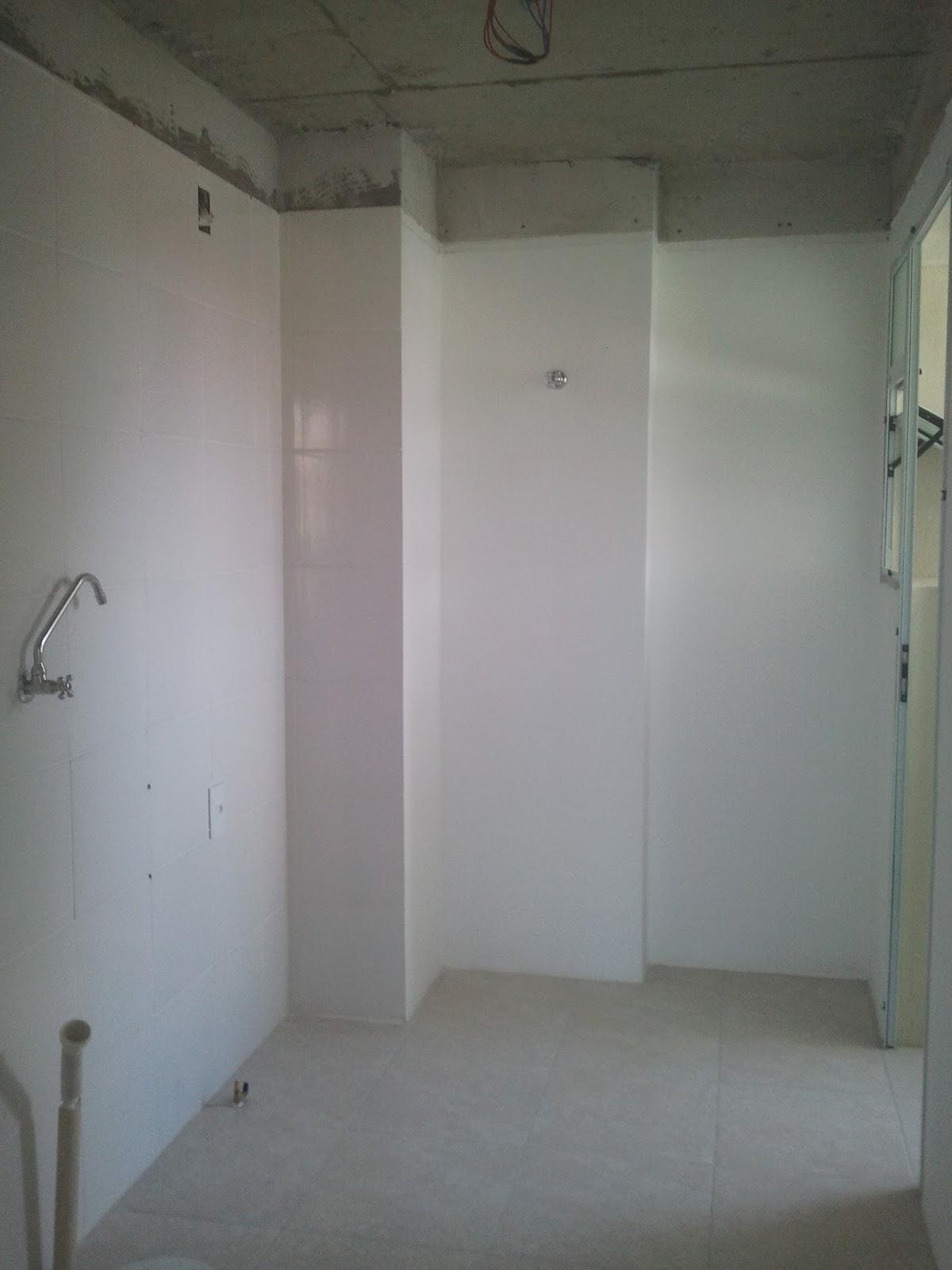 da mesma cor da cozinha e colocamos o mesmo porcelanato também #5C626F 1200x1600 Banheiro Com Porcelanato Carrara