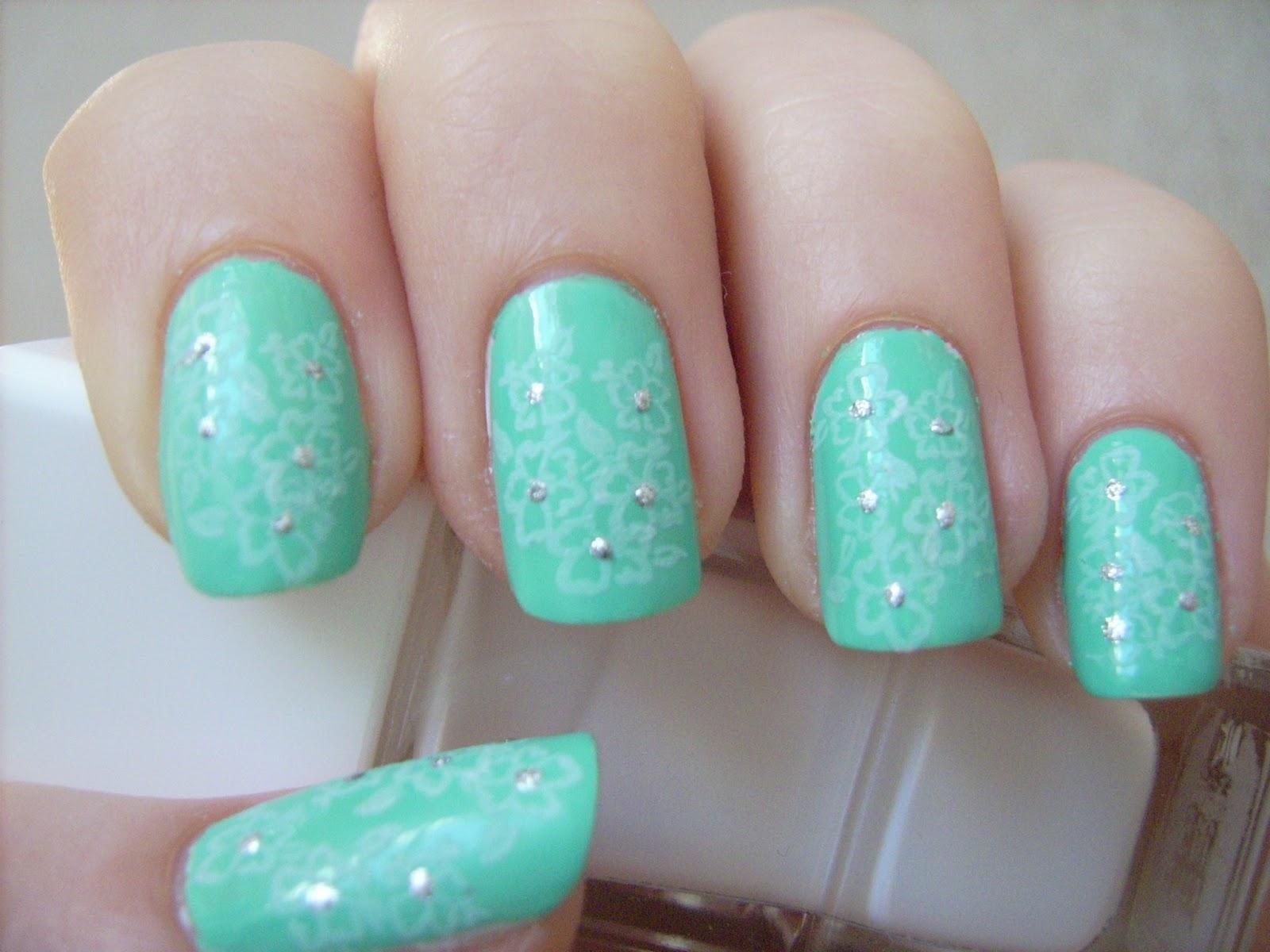 delicate print nail art, tiffany&co nail art, mint nail art