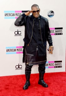 http://www.upscalehype.com/2013/11/celebs-style-at-2013-american-music-awards/#g=13