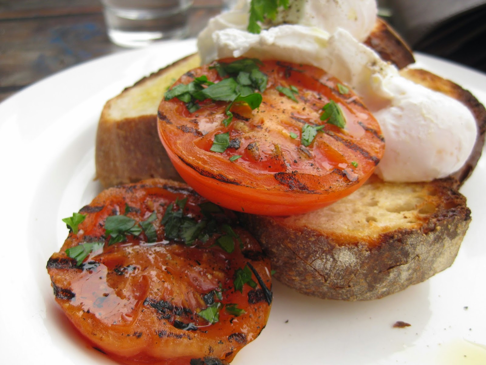 Cassie Cakes Review of Chester Street: eggs with grilled tomatoes