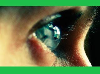 Um optometrista canadense diz ter inventado um dispositivo que vai mudar para sempre a visão humana. O equipamento permite enxergar três vezes melhor do que o normal sem a necessidade de lentes de contato ou óculos.