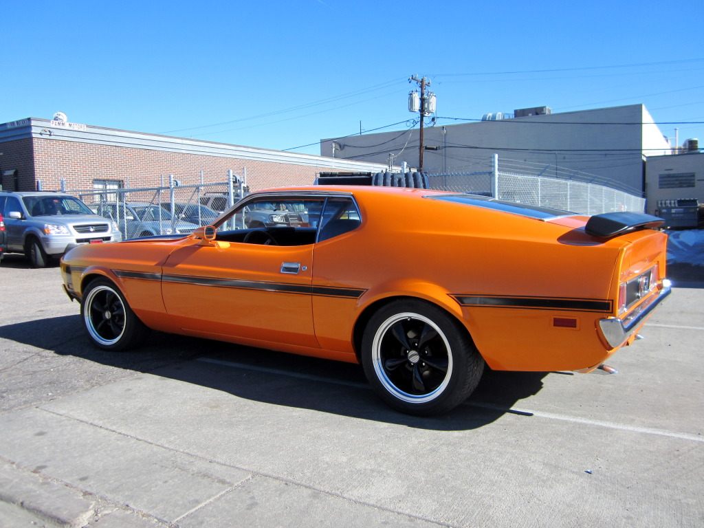 Daily Turismo 15k 1973 Ford Mustang Fastback Mach 1 Restomod 1964