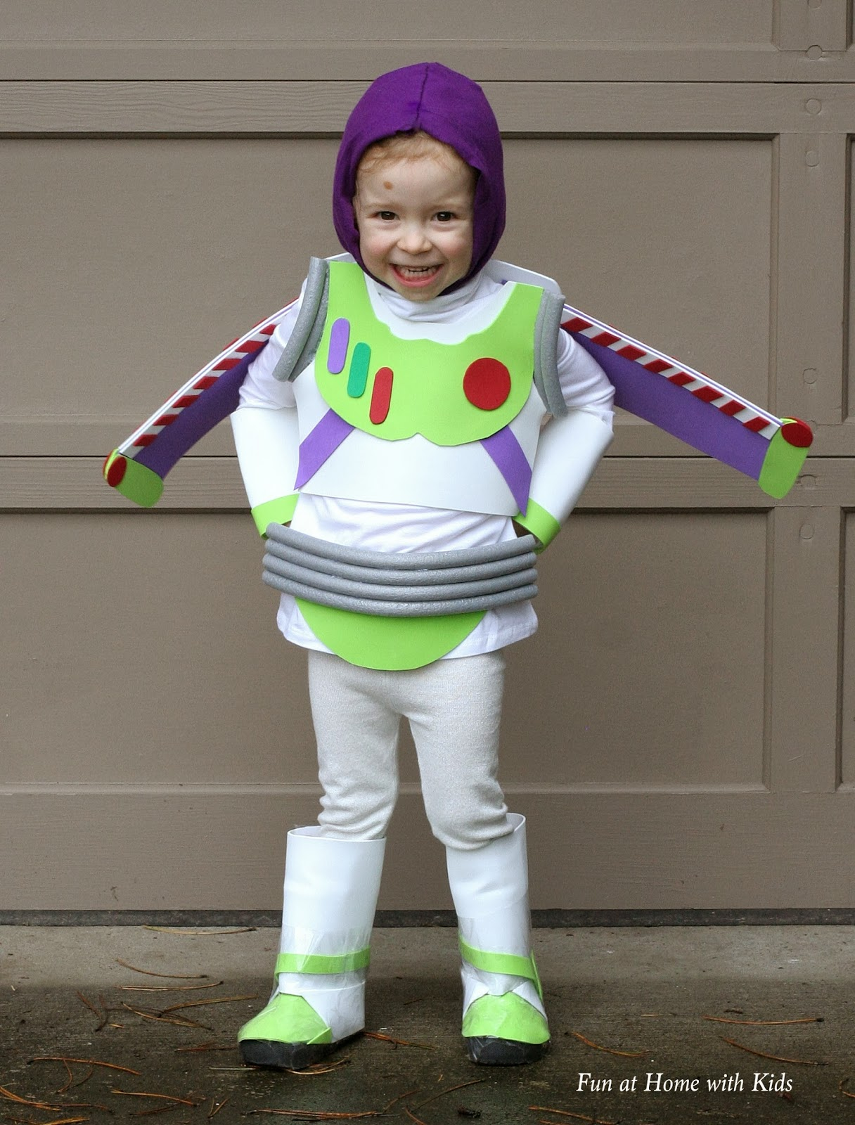 Diy kids buzz lightyear no sew halloween costume for Quick halloween costumes for toddlers