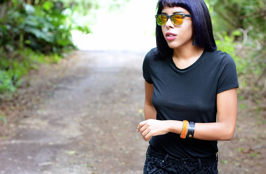 Indie Fashion Blogger Anais Alexandre of Down to Stars in Sunglass Warehouse and Twisted Aristocrat with Levis and Deena and Ozzy sandals