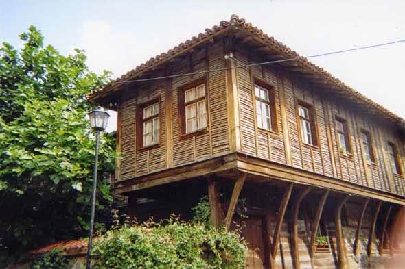 Enduit la chaux chanvre terre ravalement for Maison traditionnelle laos