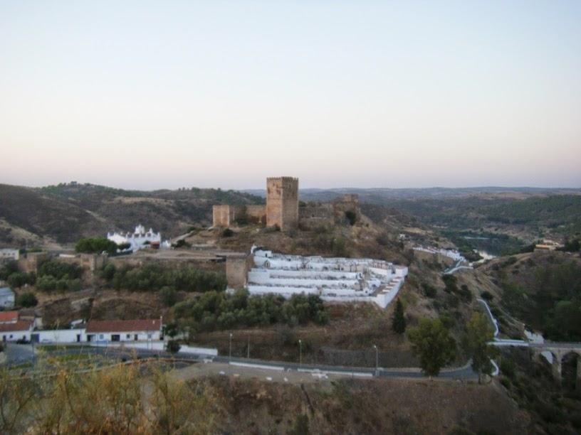 Cemitério e Castelo em Mértola