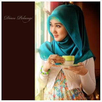Bagaimana Style Hijab Ala Dian Pelangi?