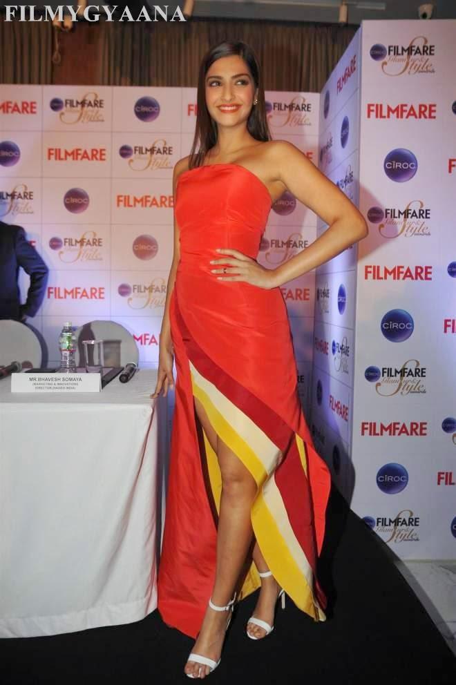 sonam kapoor hot spicy photos in awards pics