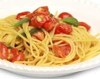 Espaguete com Tomate-Cereja e Manjericão (vegana)