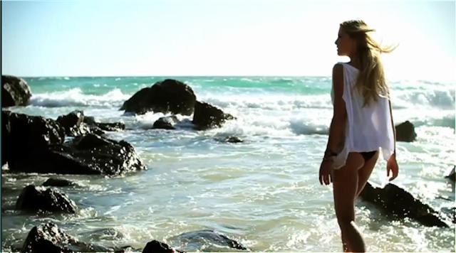 sexy surfeuse Erica Hosseini surf vidéo casio