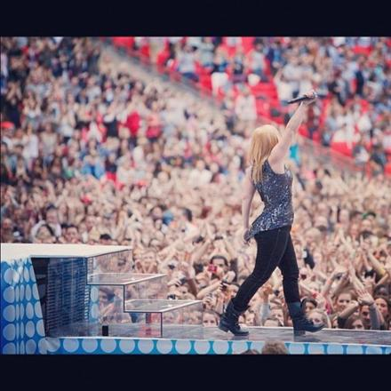 #watch: Kelly Clarkson Dark Side, Stronger and more at Capital Summertime Ball!
