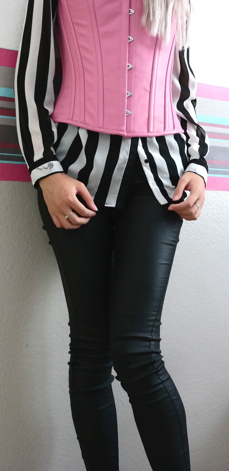Creepy pastel girl comment porter un corset pour tous les - Porter un corset tous les jours ...