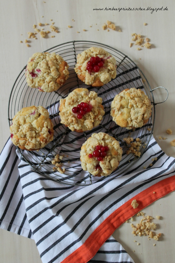 Johannisbeer Streusel Muffins Backgitter Küchentuch Foodblog Himbeerprinzesschen