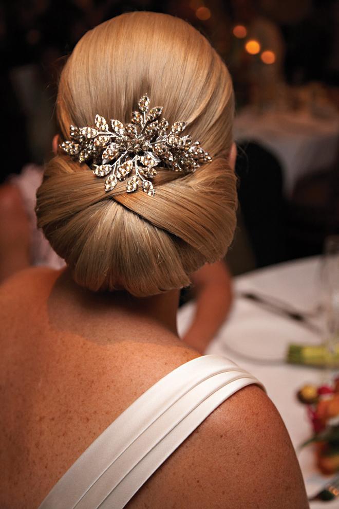 http://1.bp.blogspot.com/-n0ml6Yvh9TM/ULlLapYlP0I/AAAAAAAASDQ/2MJuAJhnLxs/s1600/wedding-hair-updo-16.jpg