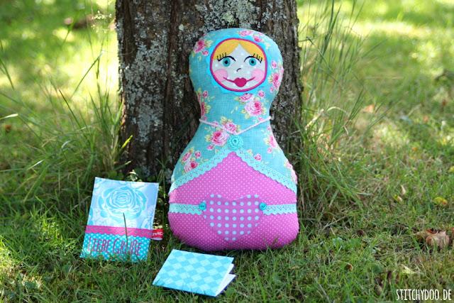 stitchydoo: Sommerwichteln 2015 | Eine Madame Pimpinellskova aus pink-türkisem Tilda Rosenstoff  für mein Wichtelkind