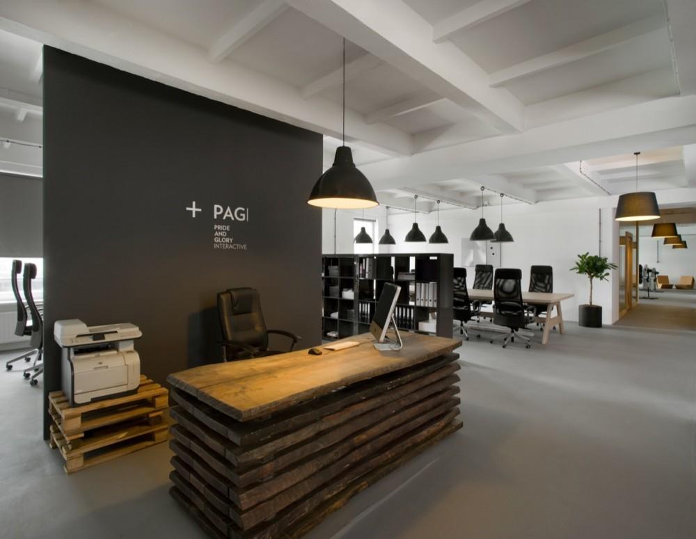 Marzua oficina pride and glory por morpho studio for Oficinas industriales modernas