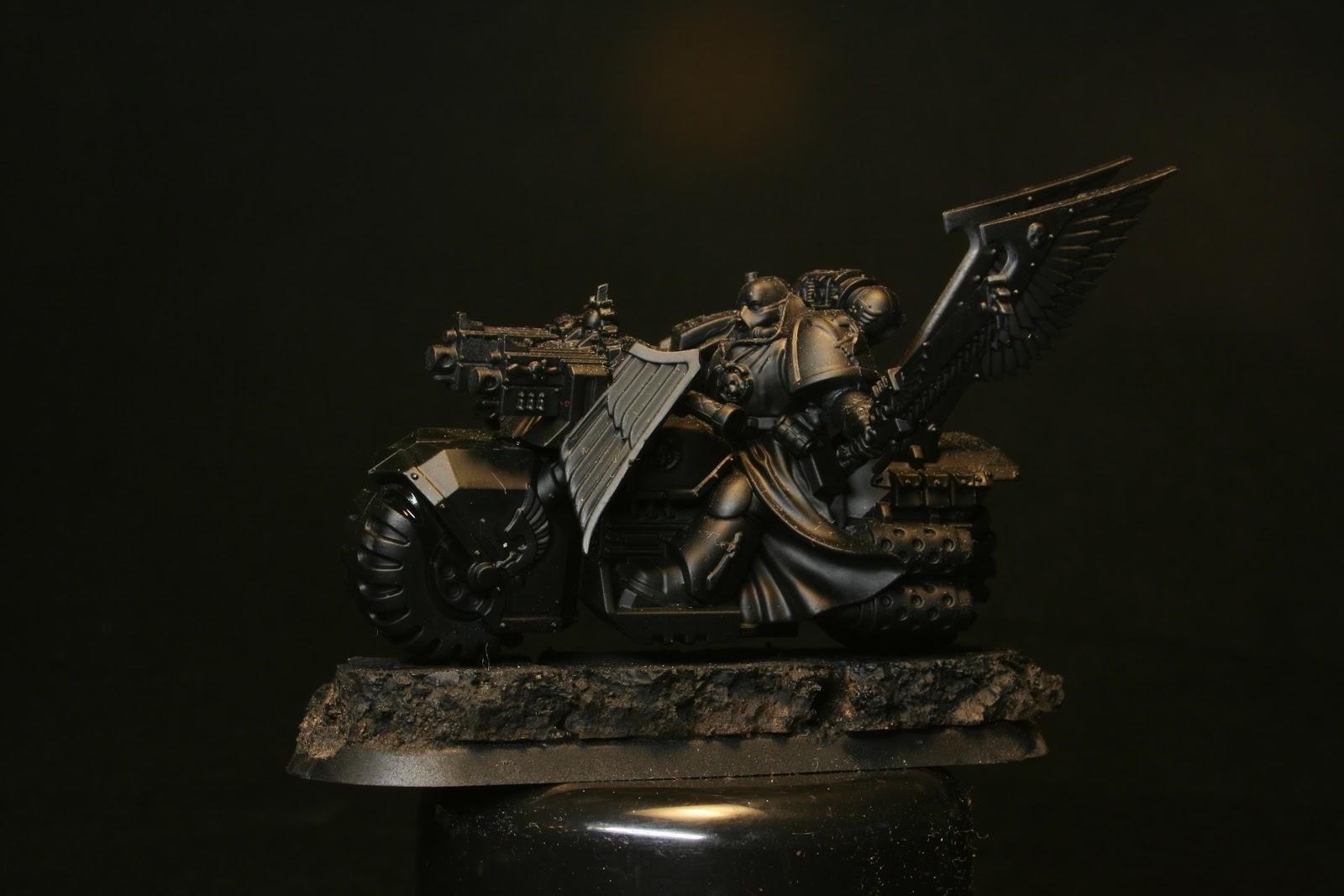 Motorista del Ala de Muerte de los Ángeles Oscuros con imprimación negra