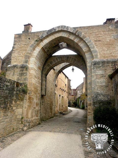 MONTREAL (89) - Portes fortifées et rempart