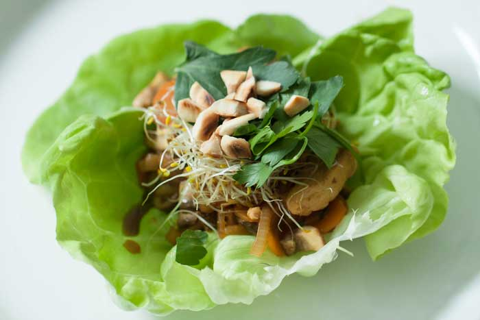 Receta rollitos de lechuga con pollo y verduras