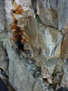 le four était vierge, on peut voir des pointes de quartz avant la cueillette