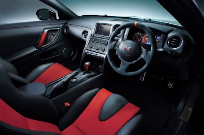 Nissan GT-R Interrior 2014