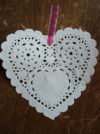 weisse Herz-Doilies (ca 12x12cm)