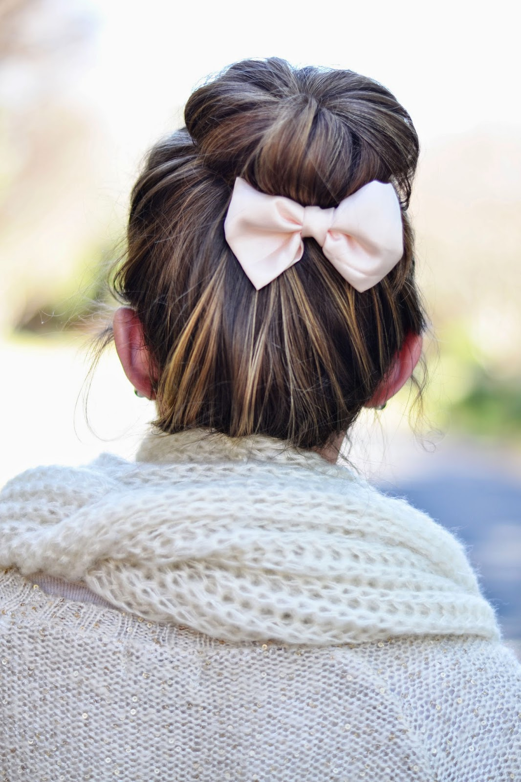 Hairstyles - sock bun - bows