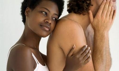 Chica negra sexo hombre blanco
