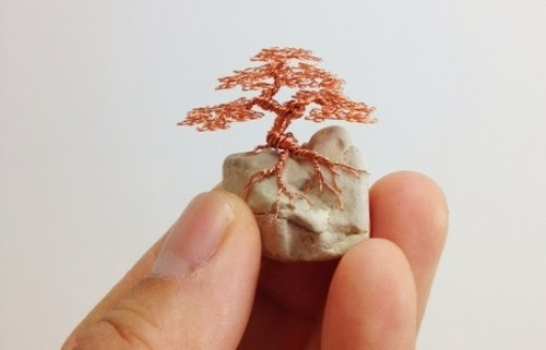 25-Ken-To-aka-KenToArt-Miniature-Wire-Bonsai-Tree-Sculptures-www-designstack-co